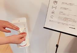 全ての施工箇所に消毒液と手指 消毒剤を設置しております。