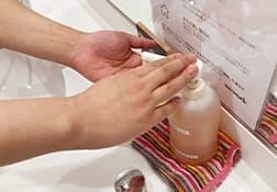 社員と現場職人の手洗い、うがい、 アルコール消毒を徹底しております。