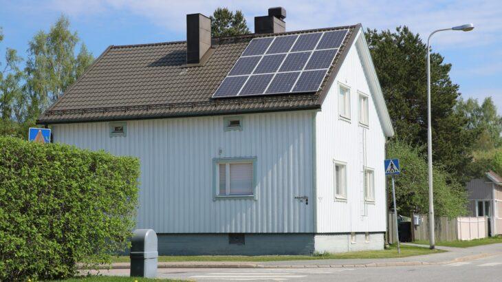 戸建て住宅への太陽光発電導入のメリットとデメリット