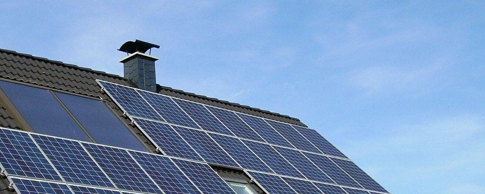 売電するよりもお得!自家消費型太陽光発電に切り替えると費用削減効果はどうなる?